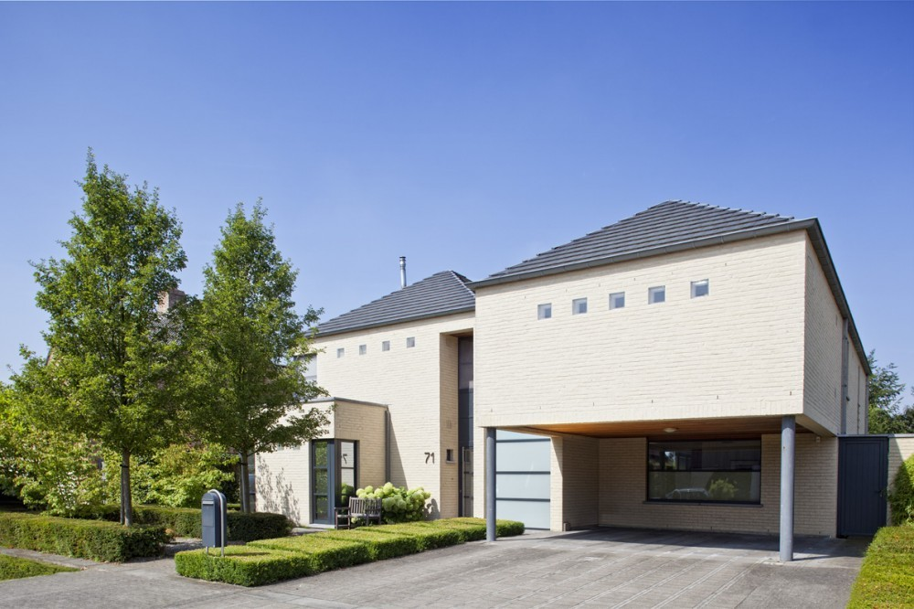 Moderne woning laten bouwen architectenbureau frank for Binnenzwembad bouwen
